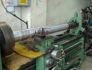 Maquinando tubo para bobinador